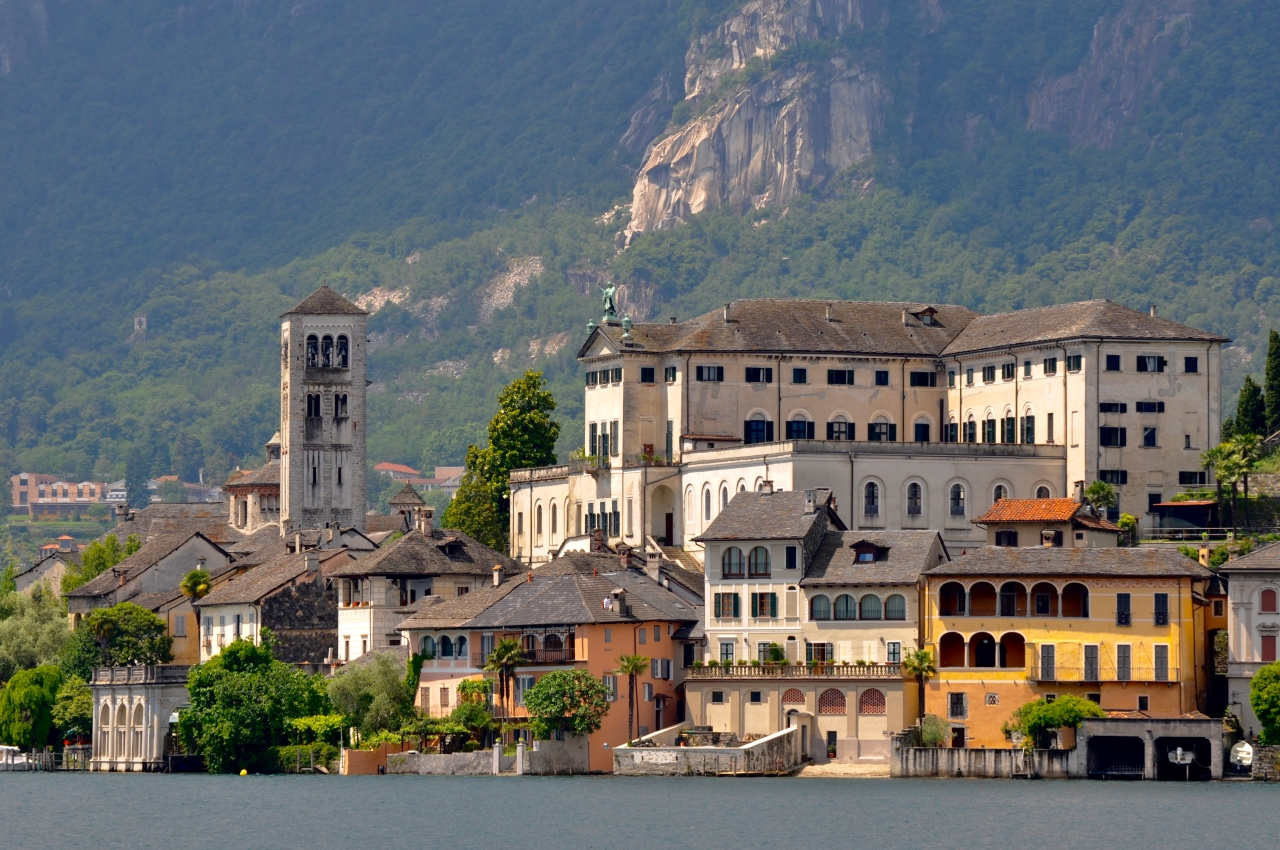 10. Reasons. Italian Lakes.